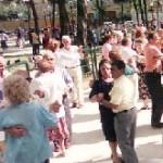 Anziani che ballano